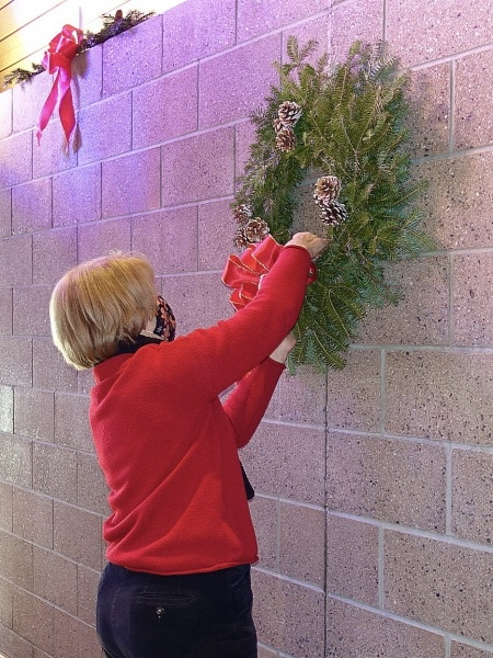 2020-12-19-CLC-decorating-for-Christmas-DSC06577