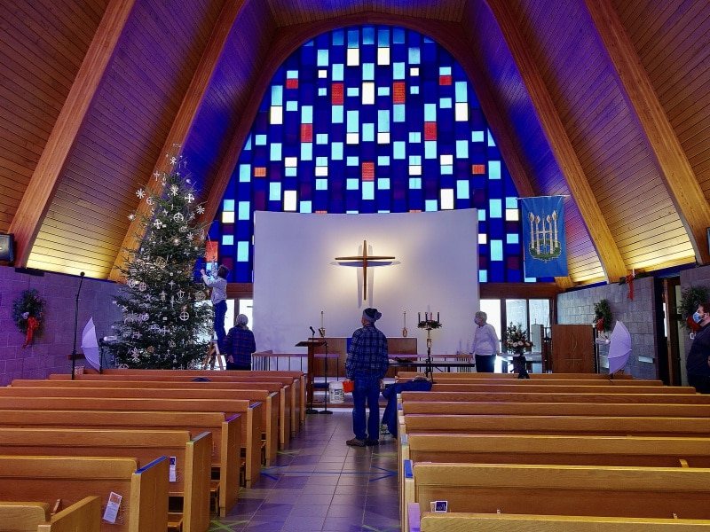 2020-12-19-CLC-decorating-for-Christmas-DSC06583