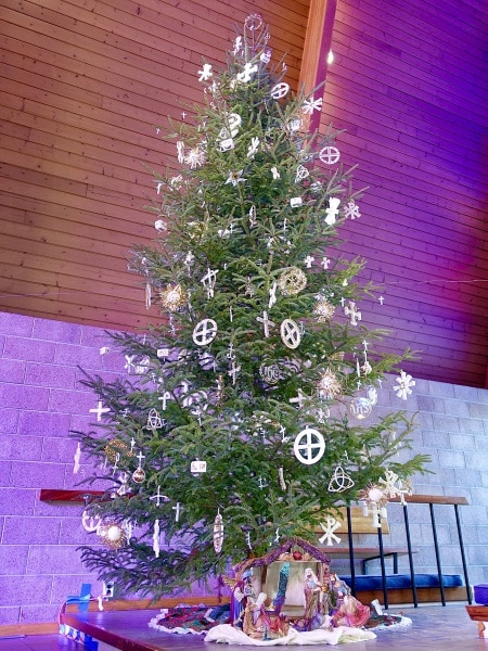 2020-12-19-CLC-decorating-for-Christmas-DSC06596