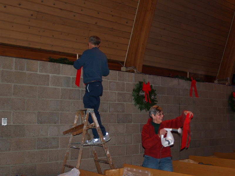2014-12-20 CLC Christmas decorating_PC209820