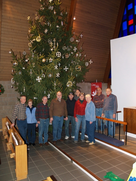 2014-12-20 CLC Christmas decorating_PC209830