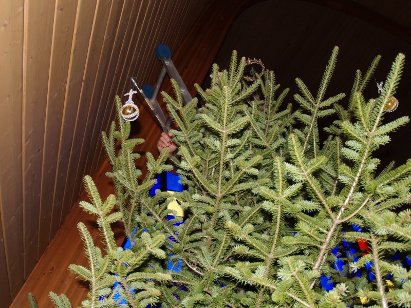 2015-12-19 CLC XMAS tree decorating PC191199