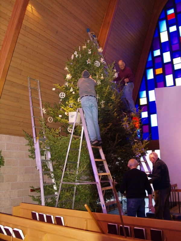 2015-12-19 CLC XMAS tree decorating PC191201