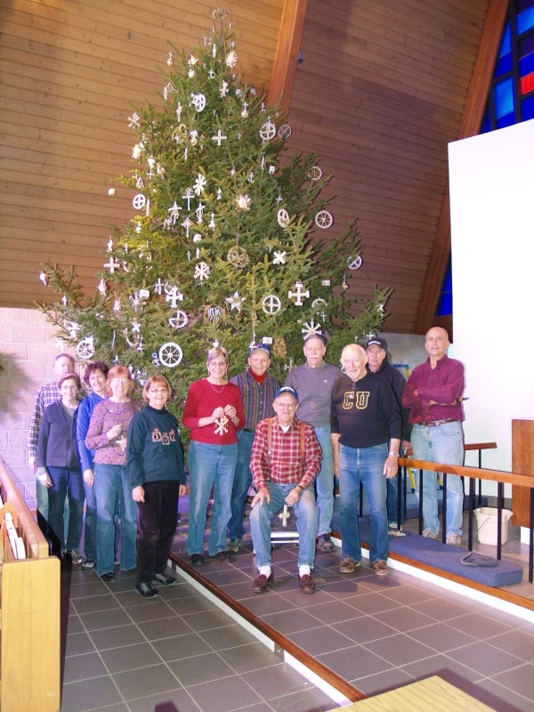 2015-12-19 CLC XMAS tree decorating PC191211