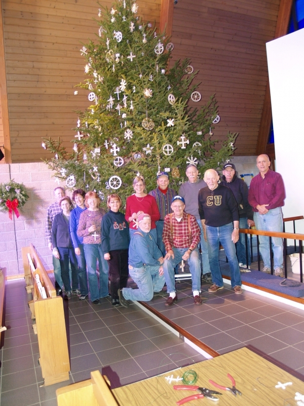 2015-12-19 CLC XMAS tree decorating PC191213