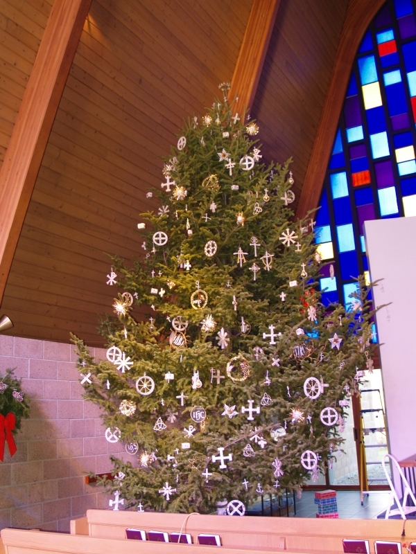 2015-12-19 CLC XMAS tree decorating PC191214