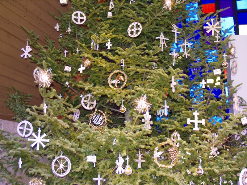 2015-12-19 CLC XMAS tree decorating PC191216