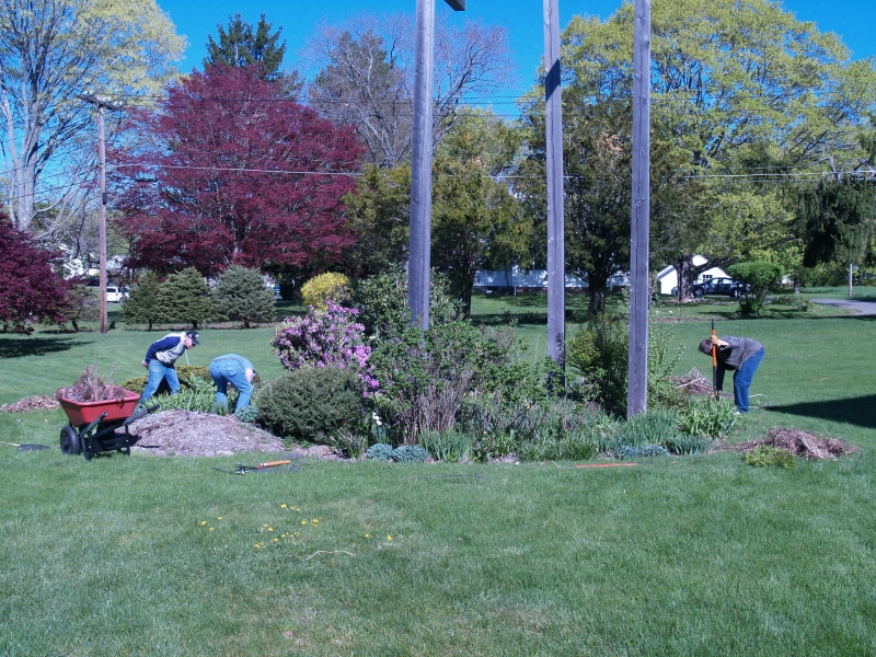 CLC050413 Spring cleanup_c