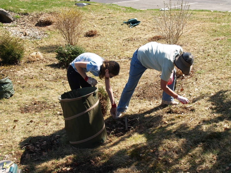 2015-04-18 CLC spring cleanup_P4180447